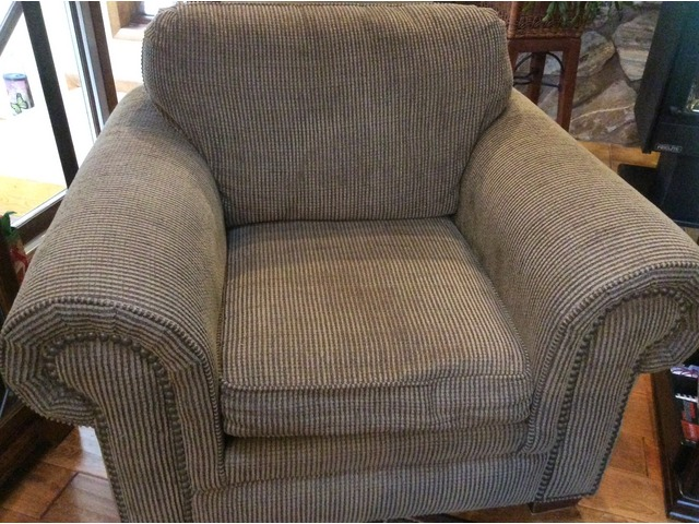 Amazing Broyhill Sofa Chair 5X7 Rug Coffee Table In Saukville Dailytribune Chair Design For Home Dailytribuneorg