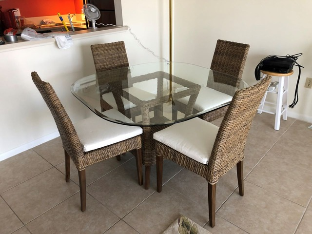 Real Wicker Table And 4 Chairs In St Petersburg Pinellas